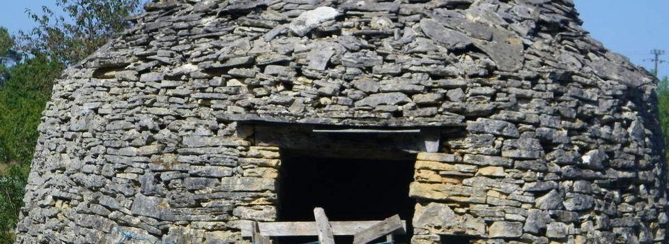 Cabanes, bories ou gariottes du Périgord, témoins d'une architecture en péril