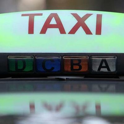 Guadeloupe transport et taxi - Location de voitures 4, 5, 7 et 9 places