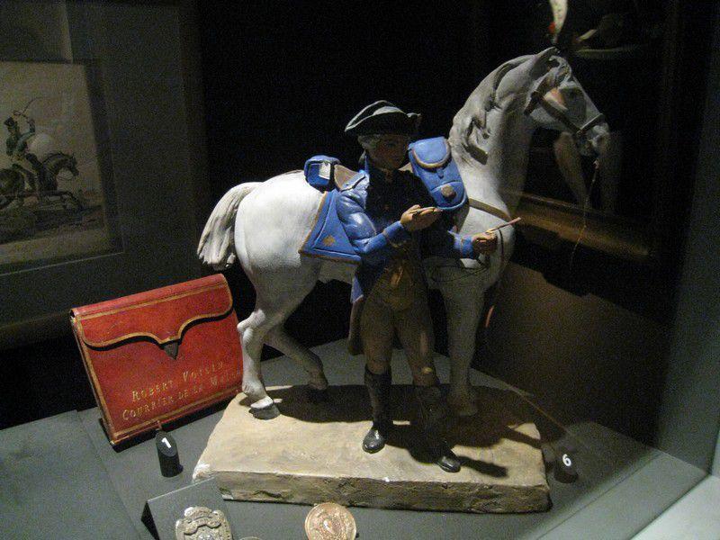 Le Musée de La Poste fait découvrir l'histoire du transport du message écrit. Il nous invite à suivre l'évolution du service postal de la tablette d'argile à l'aéropostale, en passant par les boules de Moulins, la malle-poste et les ballons.