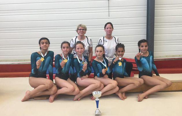 L'équipe féminine niveau 5 du CMOV Gym championne zone sud-est
