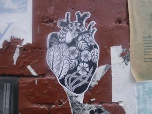 Une fantaisie inespérée ressort de ce cœur fleuri.