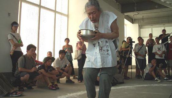 I can not understand anything @ Osamu Kuroda. 2004. 2nd dadao live art festival. Pekin