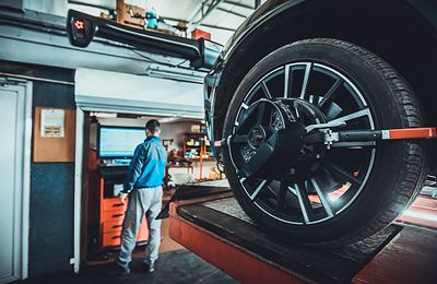 The Advantages of Using a Wheel Alignment Service