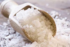 Le pouvoir du sel et l'eau bénite.