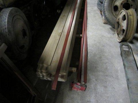 crédit photos - P. Botorel -détail des ferrures avec cotes pour réalisation - plat du plancher sur planche de hêtre