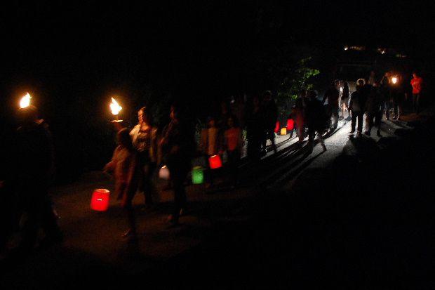 C'est autour des spectacles , fêtes comme les médiévales de Peypertuse , Les feux de la St Jean ...