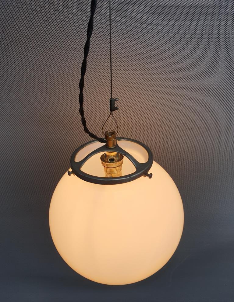 Baladeuse suspension globe opaline d20 - VENDU