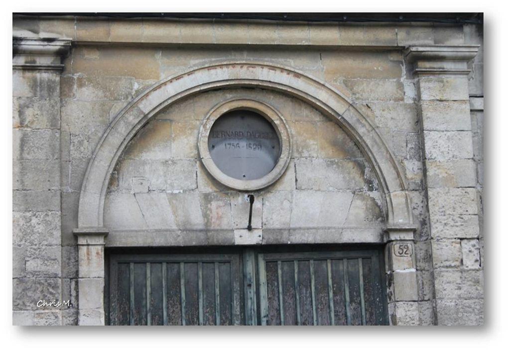 statue Jacques de Liniers- la porte de la maison Aguesci
