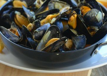 Moules au curry {Partenariat Les couleurs du sel}