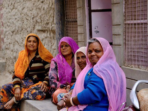Du Criquet, des Saris et de la Couleur...la Femme est à l'Honneur, des sourires plein des douceurs de la racine de l'âme et l'enfance telle que l'on aime la voir, jouant dans la rue avec innocence et ferveur.