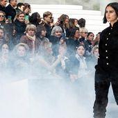 Chanel fait défiler un mannequin de la taille la plus portée par les Françaises