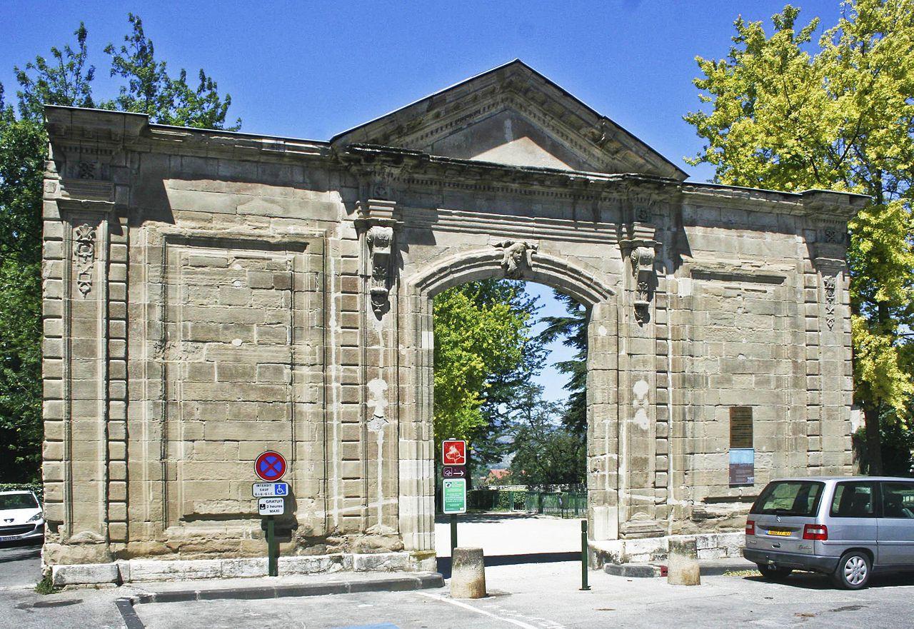 PORTE DU XVIIIè SIECLE DE L'ANCIENNE ABBAYE SAINT RUF A VALENCE (France)