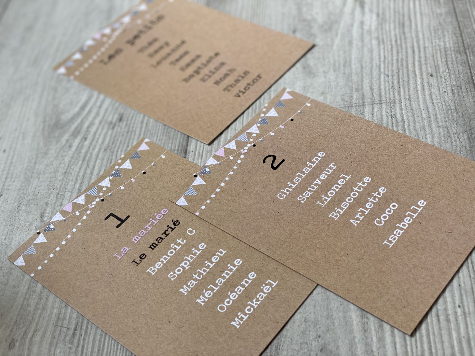 options plan de table assorties au faire part de mariage sur mesure et à personnaliser impression fond type kraft simple recto 12x17cm #efdcbysoscrap