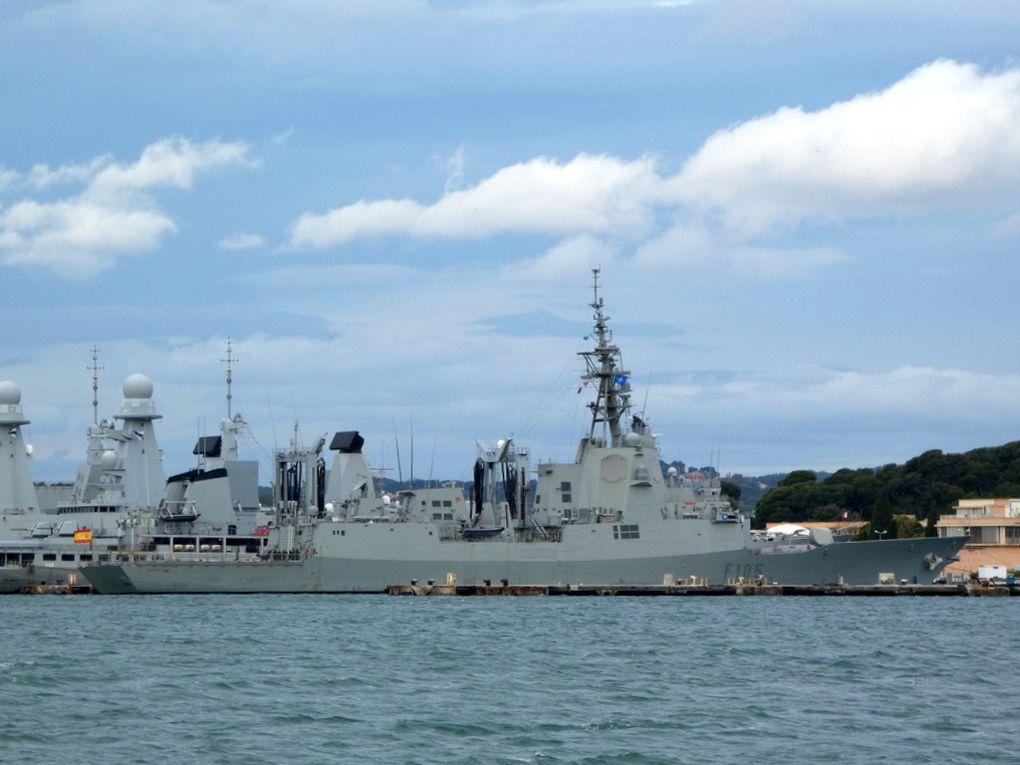 CRISTOBAL COLON , F105 , Frégate de la marine espagnole à quai au port de Toulon le 21 novembre 2020