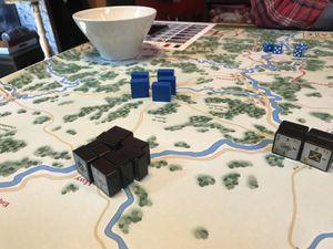 """Nous sommes le 19 juin et Napoléon décide de faire un rush vers Liège c'est une des villes """"conditions de victoires""""...Le prussien qui avait amassé ses troupes dans l'attente d'une contre attaque saute sur l'occasion. 8 blocs contre 5 avec des renforts positionnés dans le village à coté."""