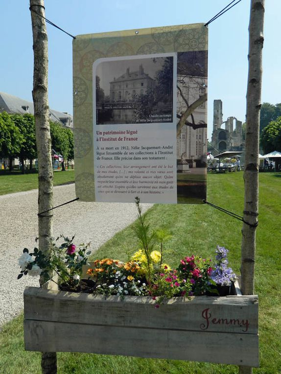 Trois jours dédiées aux Roses dans le fabuleux parc du chateau d'Ermenonvile et de l'abbaye de Chaalis.