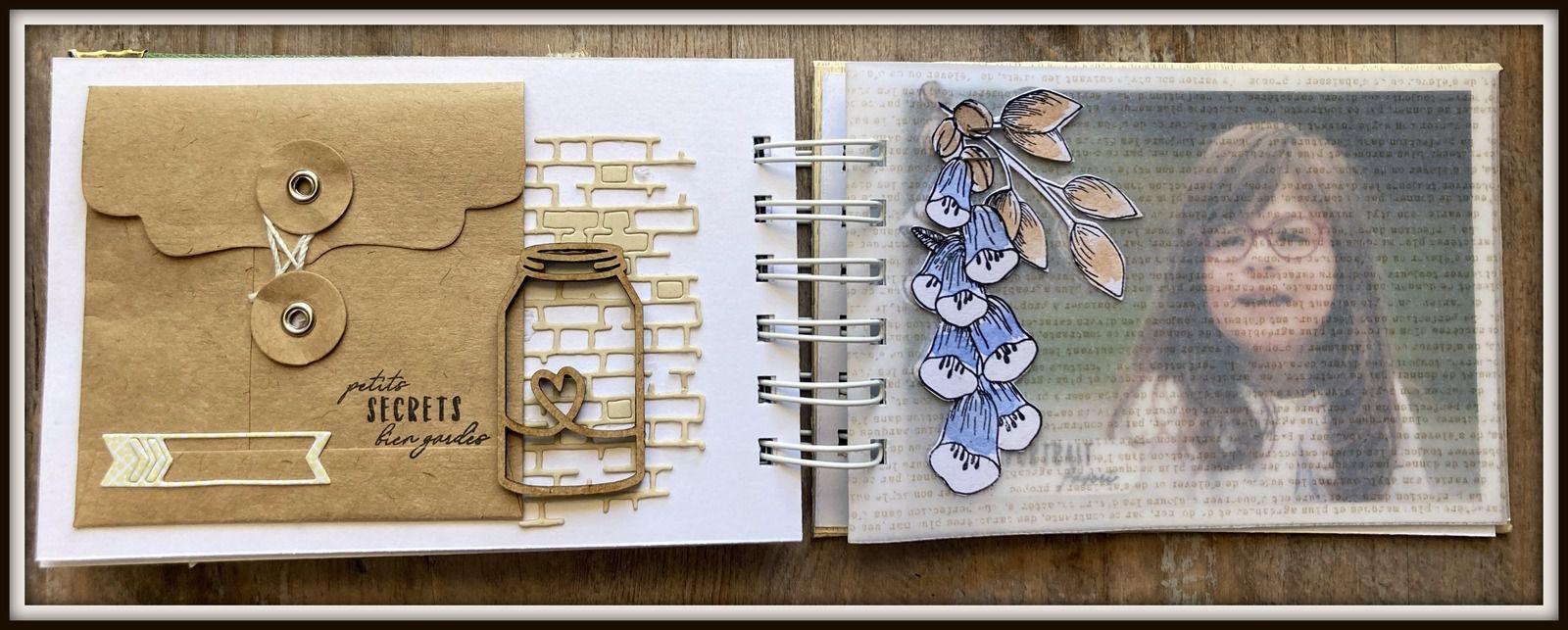 l'enveloppe Kraft contient 3 petites photos scrapées sur des tags... Une page calque recouvre en transparence la photo de droite.