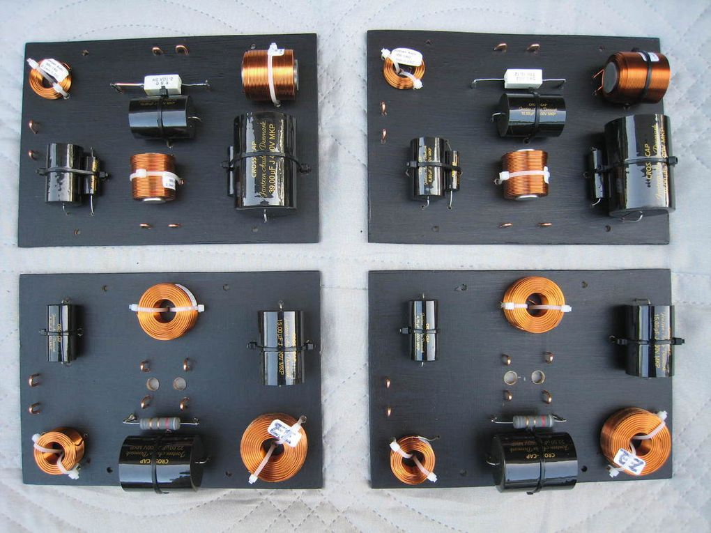 Montage des composants HQ sur leurs supports définitifs.