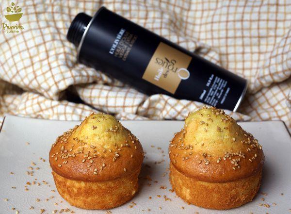 Gâteaux à l'huile d'olive, cœur rhubarbe, et sésame toasté - Partenariat Huile des Orgues
