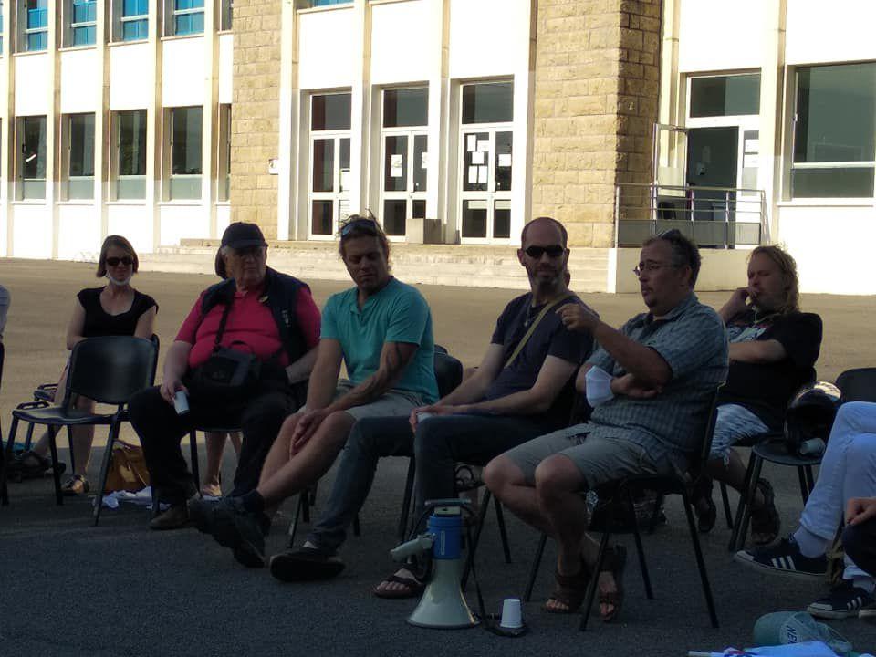 Rassemblement de soutien à la filière bilingue à Morlaix devant le lycée Tristan Corbière le 18 juillet 2021