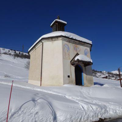 Les chapelles sous la neige et le soleil