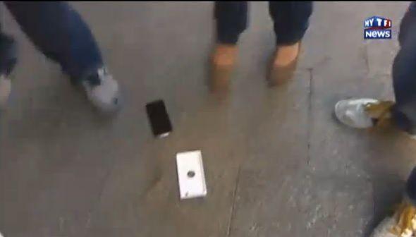 Un jeune Australien montre son iPhone6... avant de le faire tomber ! (Vidéo)