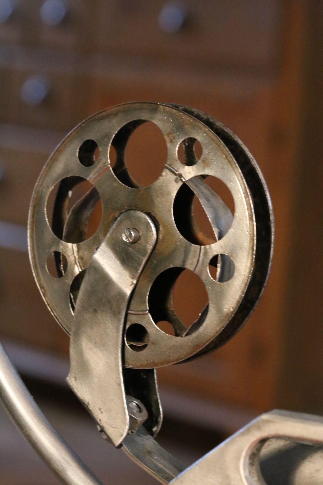 Création d'une lampe unique à partir d'un projecteur de film vintage