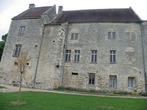 La porte Ste Agathe et le château de Crépy en Valois