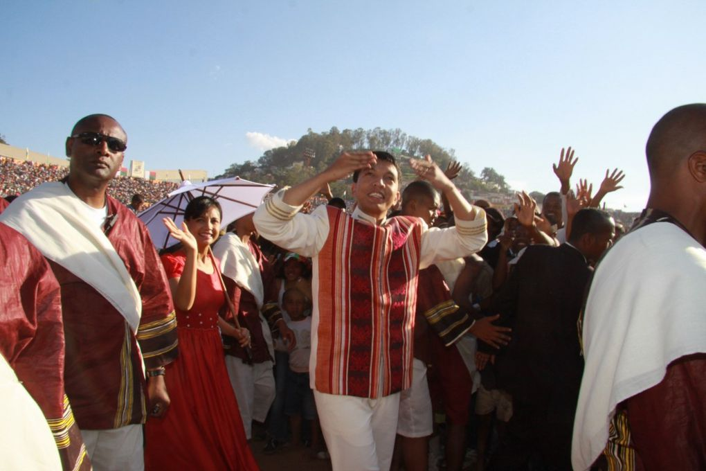 11 décembre 2010. Le Président Andry Rajoelina adresse un message aux Antananariviens, sur l'emplacement de la pierre sacrée, au stade municipal de Mahamasina. Photos : Serge R.