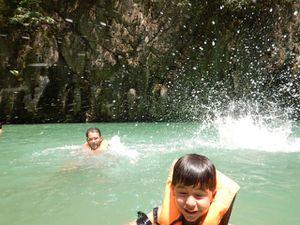 Snorkeling dans la mer d'Andaman