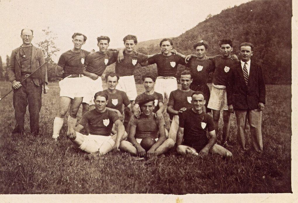 Quelques photos des joueurs de foot à Montbrun de 1940 à 1955