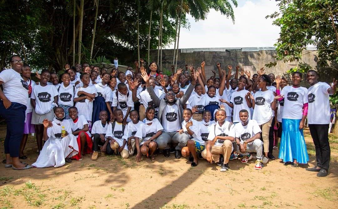 La Fondation UBA organise la deuxième édition du Food Bank au backstageà Abidjan et offre une centaine de repas aux adolescents