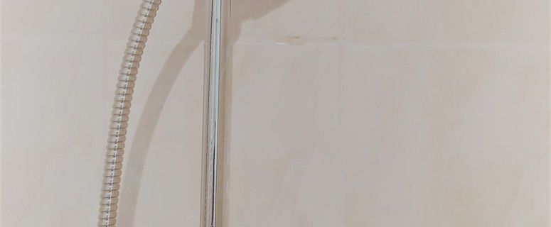 Nous avons enfin mis le Kit de douche pris chez Lapeyre.