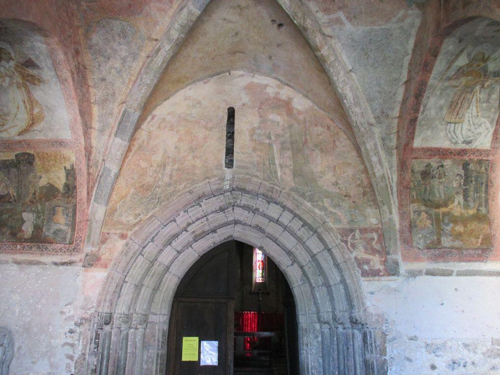 la sortie de St Lizier avec les 2 cathédrales Audressein : Eglise de Tramesaygues, porche du XIV siècle fresque de St Jacques