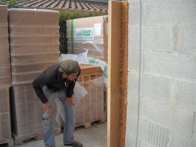 Isolation thermique avec UdiRECO 120 mm sur bâtiment mixte. Rez de chaussée en maçonnerie traditionnelle (Agglos de 20 cm) 1. étage en ossature bois. Résistance thermique en 120 mm d'épaisseur UdiRECO  R=2.92