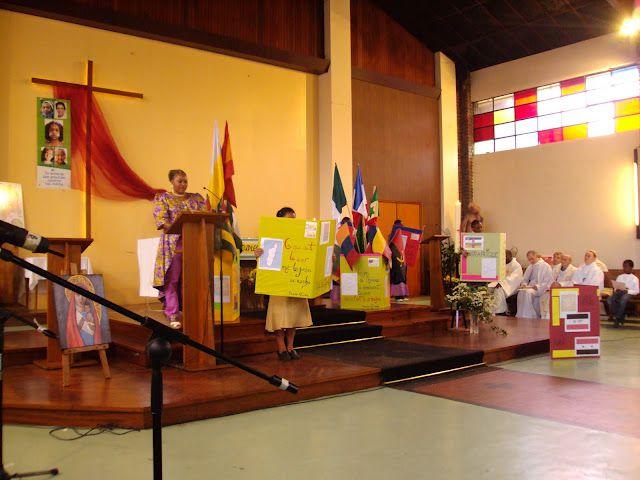 La fete des peuples qui rassembla les migrants de notre diocese, entourés des paroissiens. Une fete haute en couleurs, moyen d´offrir la solidarité dans les luttes.