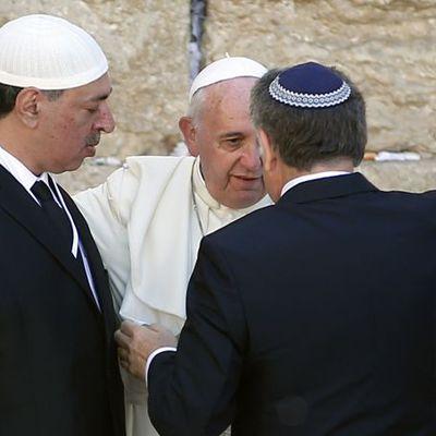 Doit-on rappeler que ce pape est un Jésuite ??