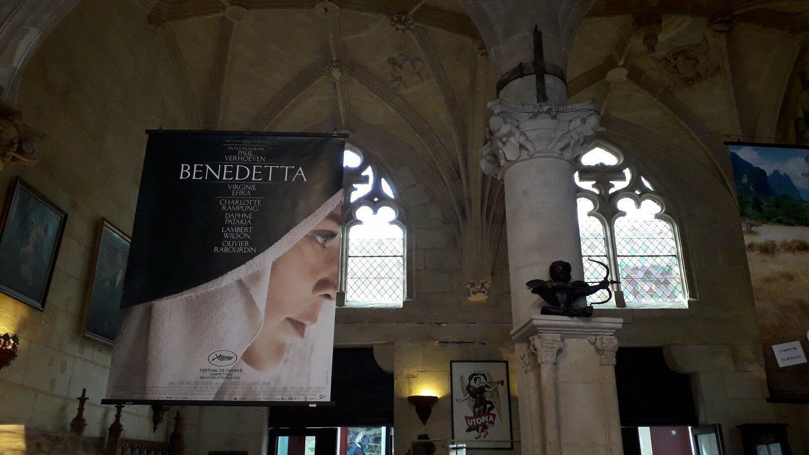 Affiche du film posée dans le hall du cinéma Utopia à Bordeaux, une ancienne église.