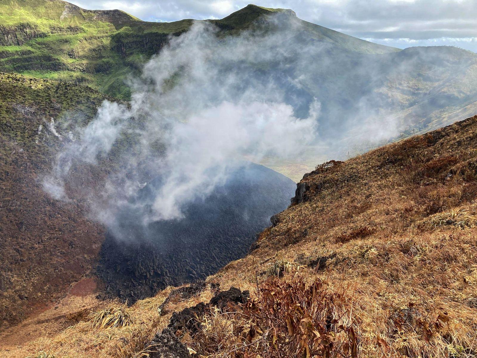Soufrière  de St Vincent - le dégazage du dôme pourrait causer de fortes odeurs de soufre - reconnaissance de terrain UWI -SRC / 05.01.2021