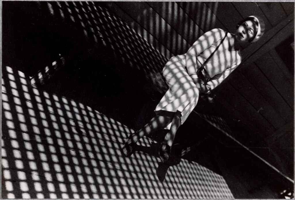 Alexandre Rodtchenko-Jeune fille au Leica-1934