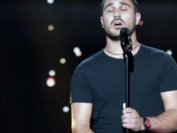 Petru bracci, un véritable chanteur corse qui chante uniquement en corse pour partager les valeurs et la tradition de cette langue