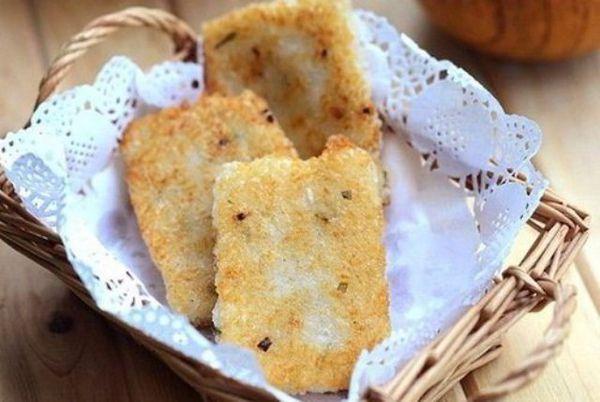 Bánh gạo chiên giòn, thơm lừng mùi hành siêu ngon