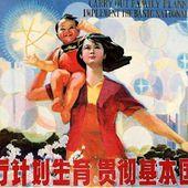 Une chinoise pose à côté de son foetus avorté + Màj - MOINS de BIENS PLUS de LIENS