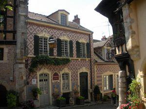 Une cité accueillante et conviviale au riche patrimoine qui accueille curistes et touristes amateurs d'art. Photo d'écran du site thermal
