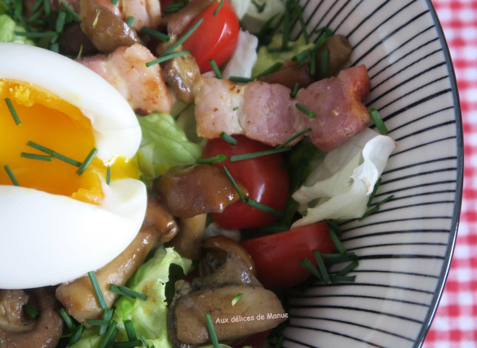 Salade aux champignons, lardons et œuf mollet