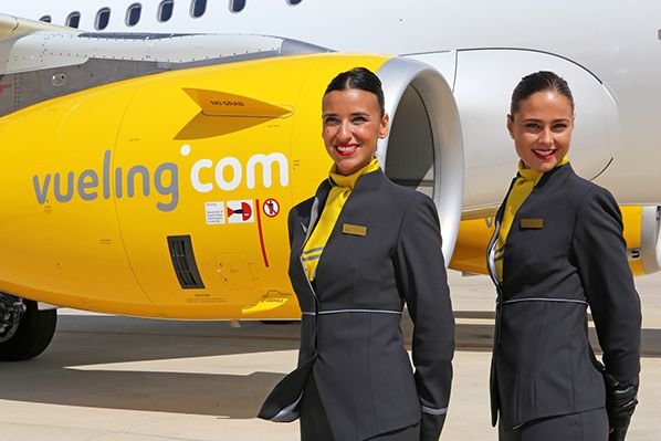 Vueling A321 hotesses sourire pnc aerobernie