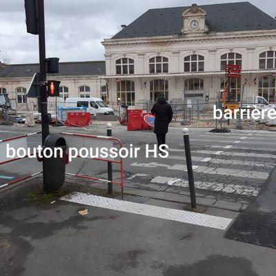 ACCESSIBILITE ? Attention à la gare de Blois pendant les travaux ! Pour les piétons, le feu est toujours rouge. Pour les voitures, toujours vert. ..