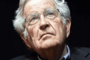 Le témoignage de Noam Chomsky au procès de Julian Assange