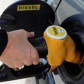 Cinq vérités sur la taxe carbone, qui fait flamber le carburant