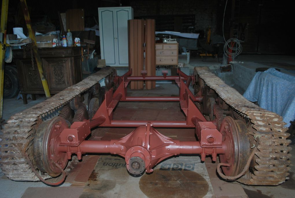 crédit photos alain Chaussade - démontage des boggie et chassis chenillé